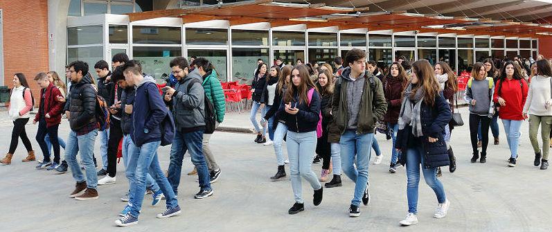 Un grup d'alumnes de Batxillerat, després d'una jornada de portes obertes en una universitat.
