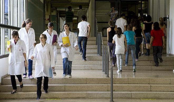 Estudiants de màster al campus de Bellaterra de la UAB
