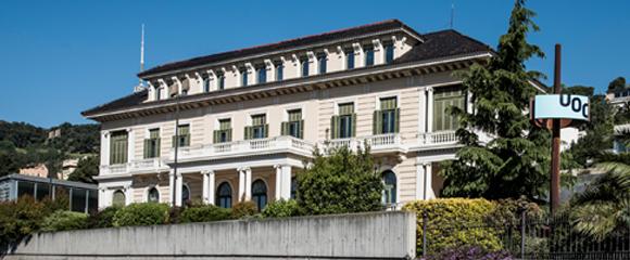 La seu central de la Universitat Oberta, a l'Avinguda del Tibidabo de Barcelona