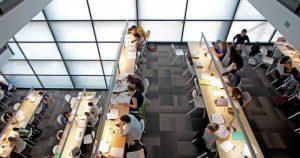 Els centres de la Universitat Ramon Llull incrementen l'oferta de beques de grau