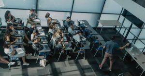 La URL, que ha rebut 5.800 sol·licituds per a 3.980 places de grau, manté l'admissió oberta